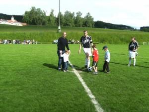 Ehrenanstoßmit dem Sponsor des Matchballs, Daniel Schmidinger von der Firma Fenster Schmidinger