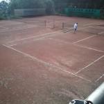 überschwemmter Tennisplatz