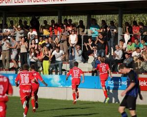 3 : 3 Spieler und Fans jubeln