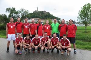 09 Mannschaftsbild (Burg Güssing im Hintergrund)
