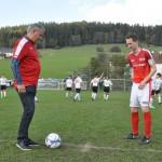 12 Ehrenanstoß mit Spielsponsor Wolfgang Pressl
